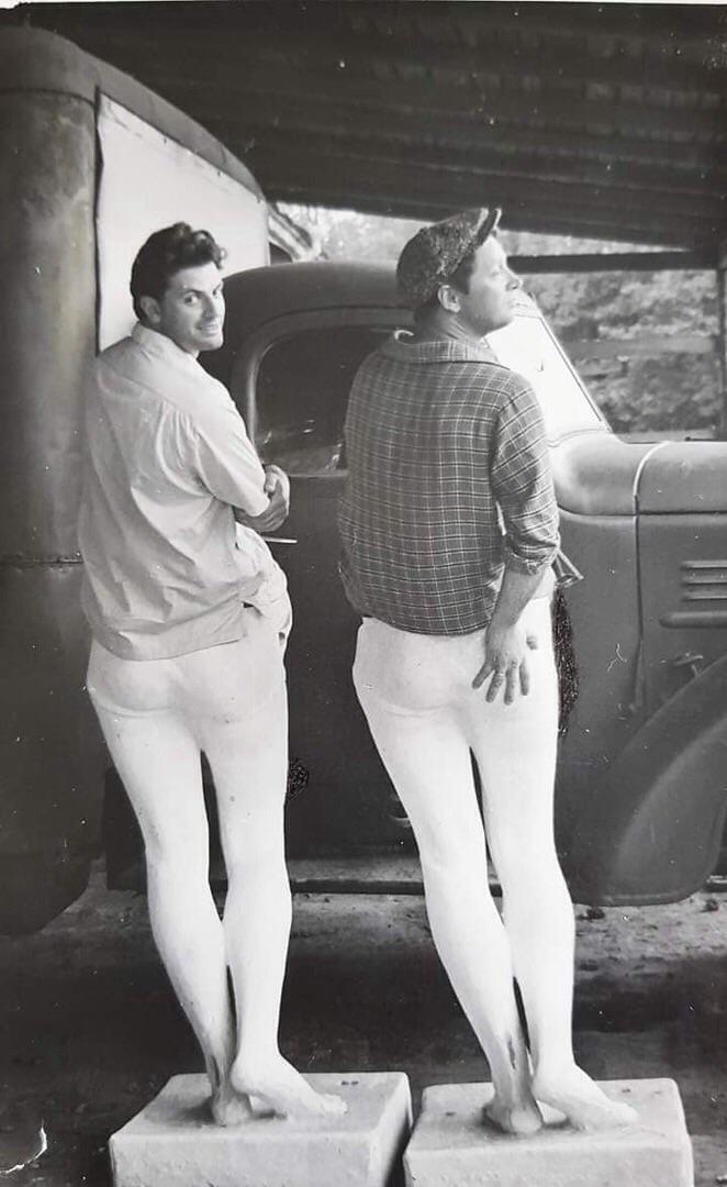 «Двое красавцев-мужчин в белых лосинах — это папа и артист Юрий Белов