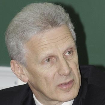 Фурсенко заявил о необходимости системы, выявляющей педофилов в школах