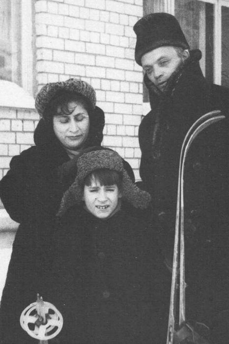 Рива Левите с сыном Евгением и Владиславом, сыном мужа от первого брака. / Фото: www.mk.ru