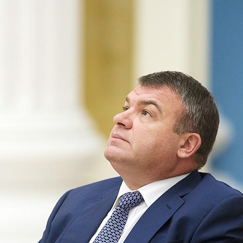 Правительство выдвинуло экс-министра обороны Сердюкова в совет директоров ОАК