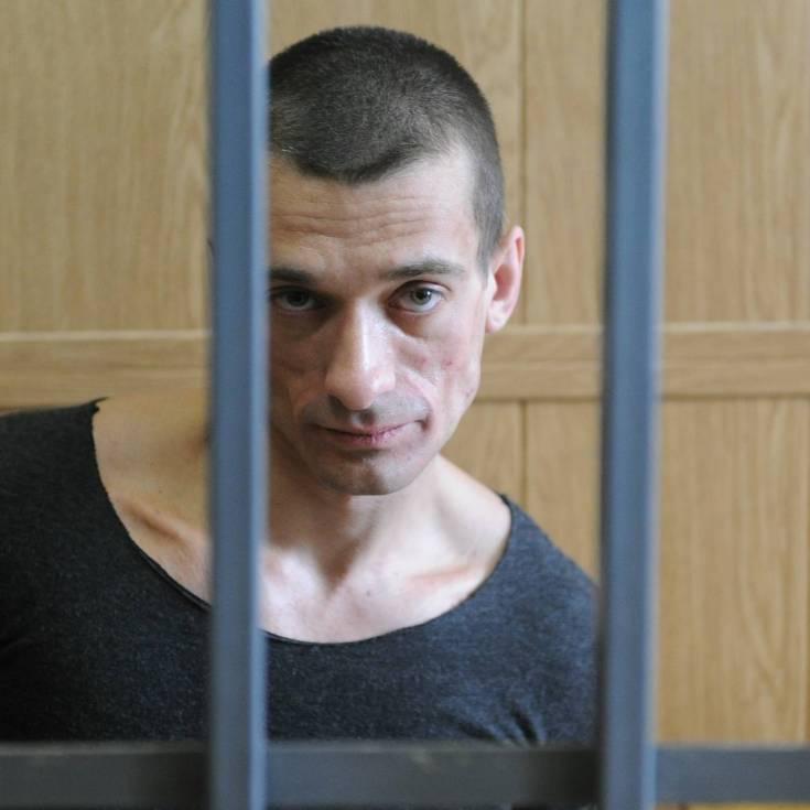 «Это вам не Россия»: Павленского перевели в психбольницу