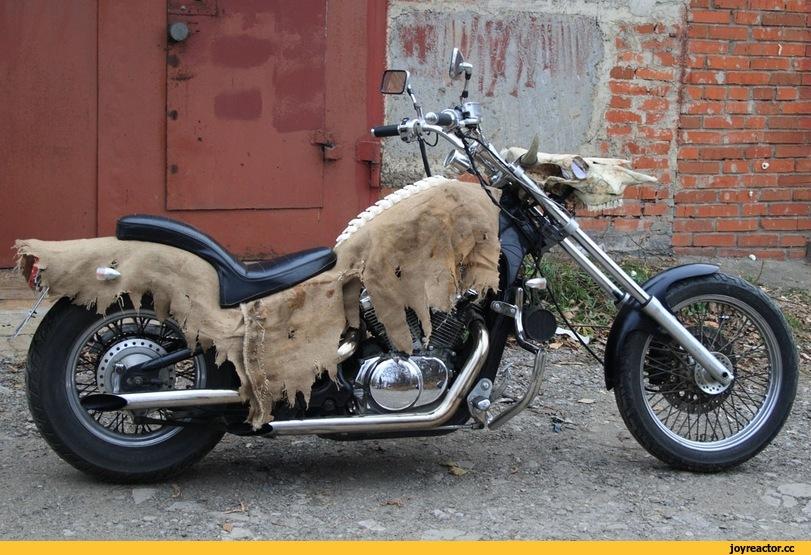 Рассказ парня, что свой мотоцикл к  Хеллоуину нарядил