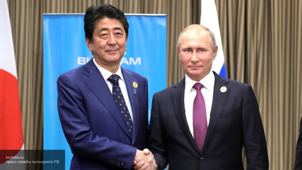 Синдзо Абэ поздравил Владимира Путина с переизбранием на пост президента России