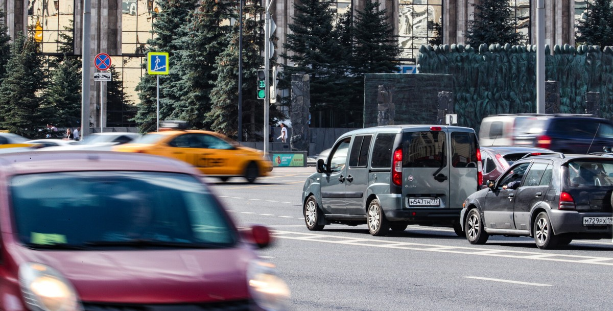 Российские машины смогут самостоятельно парковаться и вызывать скорую помощь