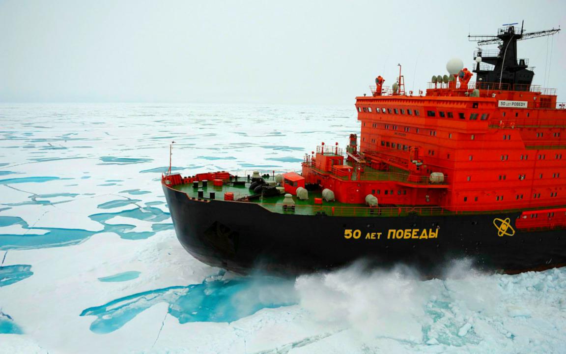 Приветствие по-русски: «крупнейший в мире атомный ледокол, прошел впритирку к иностранцам под марш Славянки»