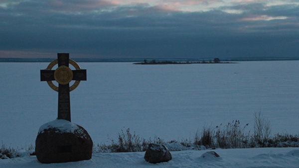 Памятник на месте крещения князем Владимиром жителей Ростова в 991 году