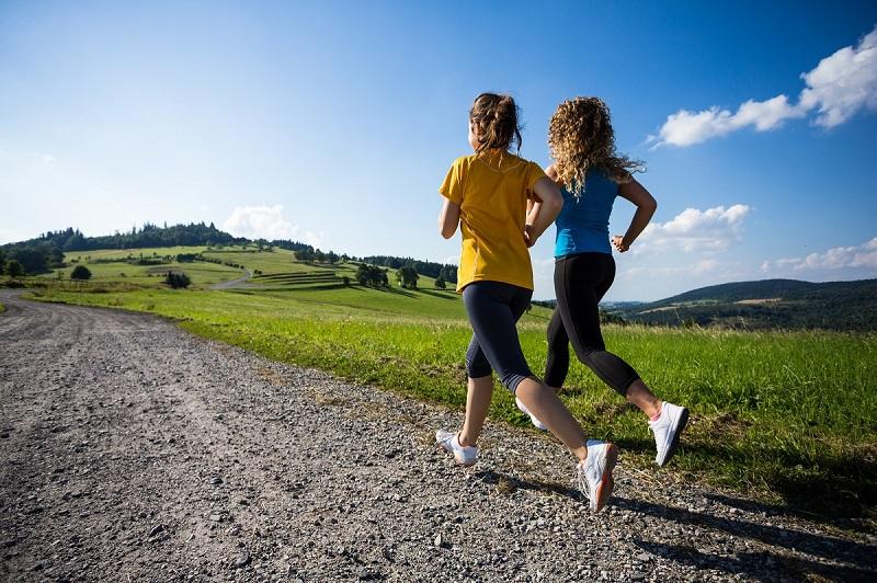 Различия между бегом и быстрой ходьбой