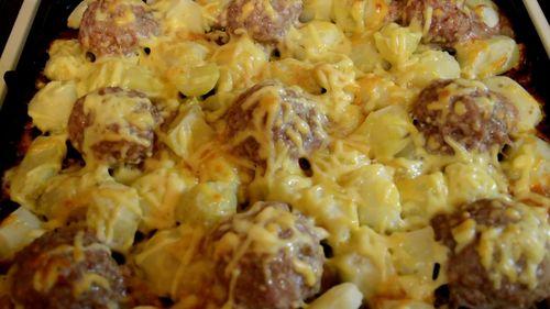 Фрикадельки под сырной шапкой