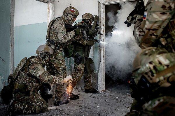 """Спецназ """"Вымпел"""" против группы Басаева. Штурм Чечня."""
