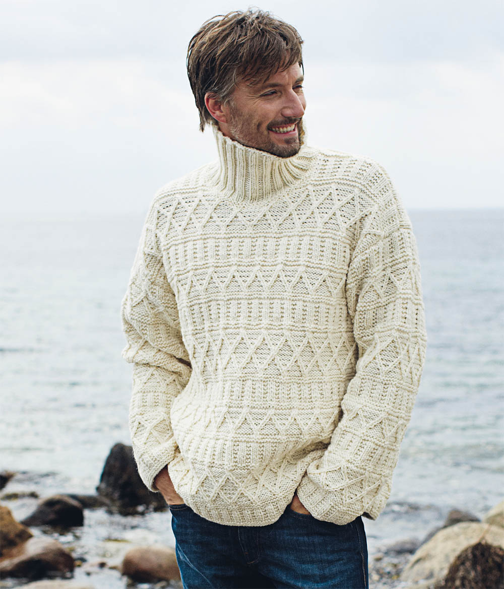 Мужской свитер с рельефным узором спицами
