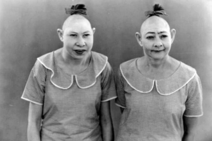 Пип и Флип: дуэт сестер с крохотными головками