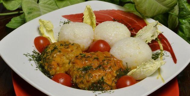 Тефтели из скумбрии в томатном соусе