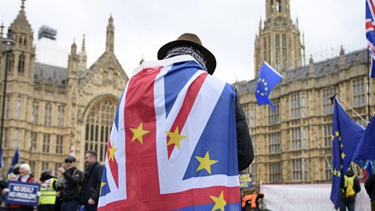 Горло Британии стягивает петля Брексита