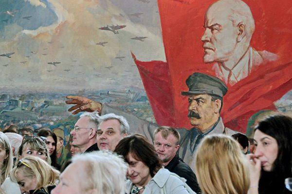 Почему Сталин осторожничал в 1917 году?
