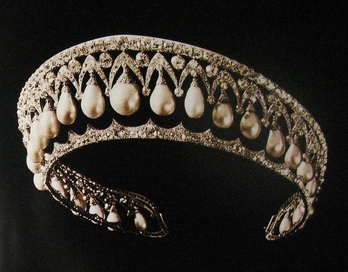 Бриллиантовая диадема с жемчужинами работы К. Болина