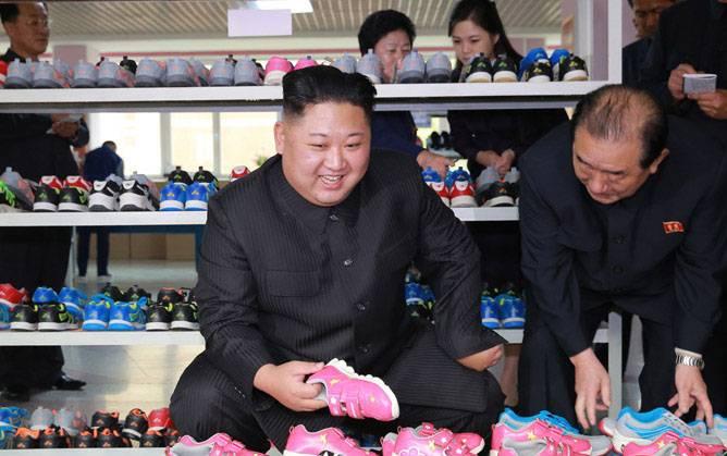 Розовые кроссовки северокорейского терроризма. Срочно бегите за пробиркой...