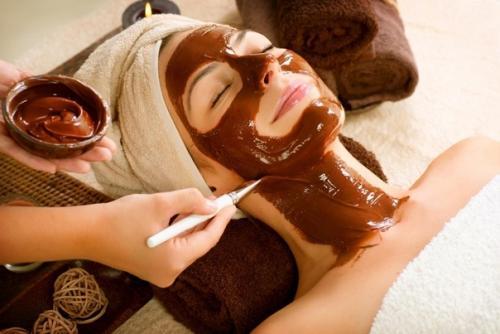 Девочки а вы знали, что маска для лица с шоколадом применяется для решения целого спектра косметологических задач