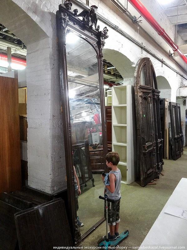 Шикарное старинное зеркало невероятных размеров