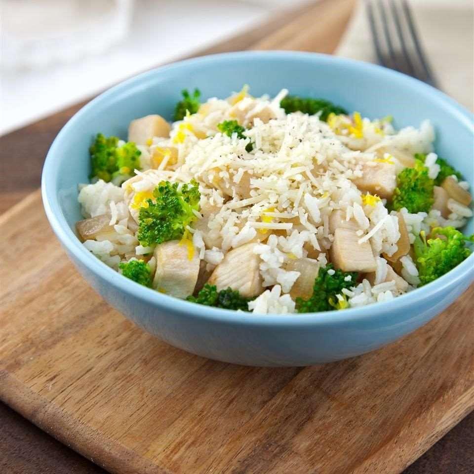 Курица с рисом, брокколи и лимоном