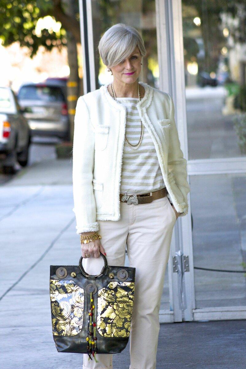 Женщина со старомодной сумкой в руках. /Фото: i.pinimg.com