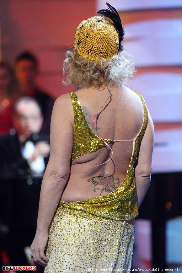 Где были глаза ее стилиста? Экстравагантные наряды Ларисы Долиной
