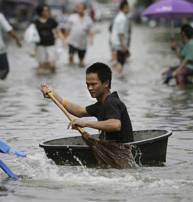 Как находчивые тайцы плавают…