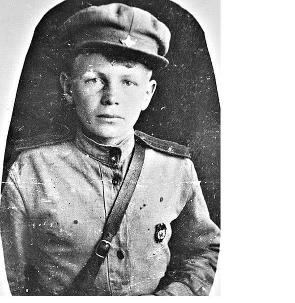 Он сбежал на войну в 11 лет : грудью ложился на пулемет, дважды его хоронили заживо