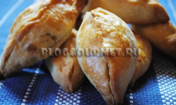 Закусочные пирожки с картошкой и сыром из пресного теста
