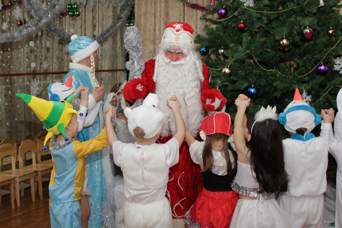 Проведение праздника новый год в детском саду