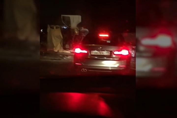 Два грузовика столкнулись на севере МКАД