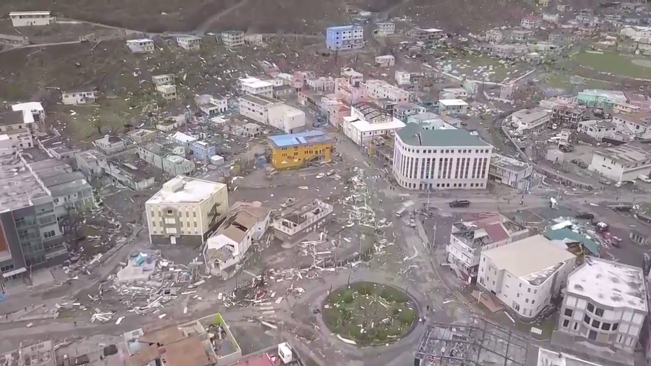 Ураган Ирма разрушает побережье Карибского моря, на Багамах исчез океан.