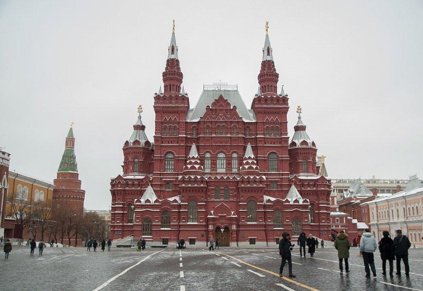 Никакой Госдеп их не удержит: телеканал CGTN рассказал о толпах американских туристов в Москве...
