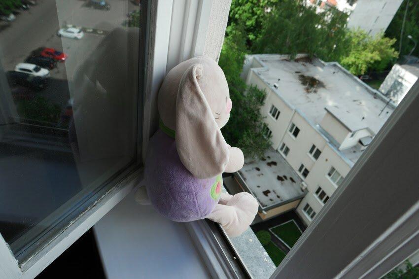 Ребенок может навредить себе прямо дома, без телефона и интернета. Ваша агрессия лишь подтолкнет его. Источник: Яндекс-картинки