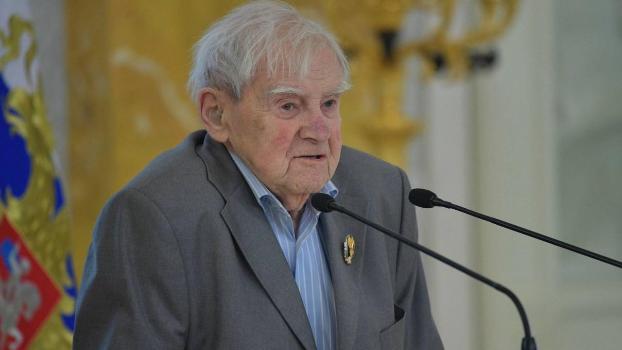 Власти Питера почтили память писателя, очернявшего подвиг советских солдат