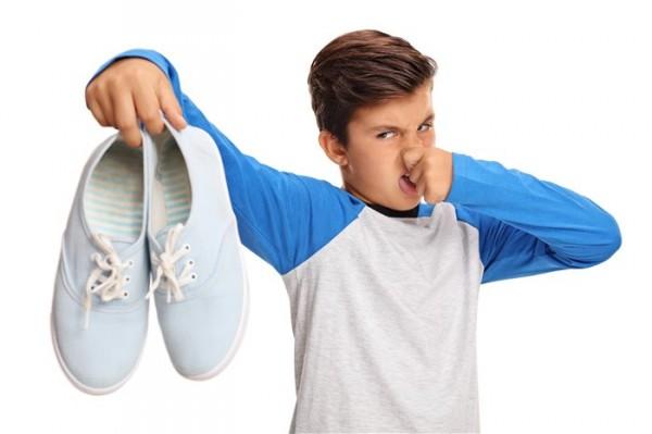 Популярные способы избавиться от запаха из обуви
