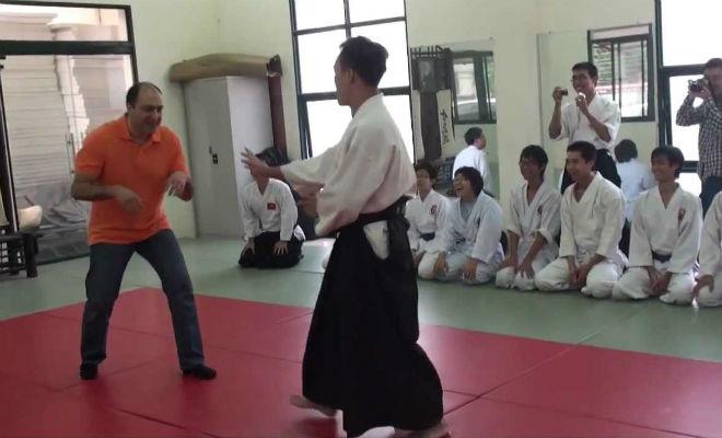 Боец ММА решил показать силу мастеру айкидо