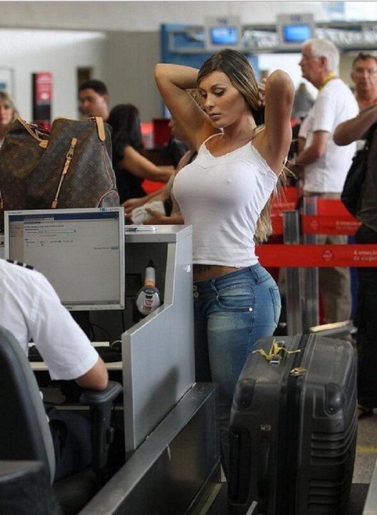 В аэропорте секс
