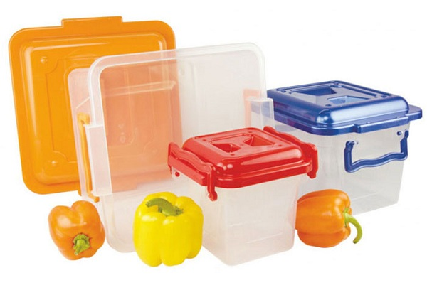 Как почистить пластиковую посуду, чтобы избавиться от неприятного запаха?