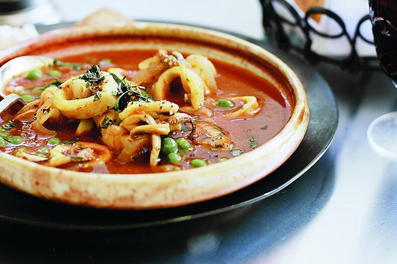 Томатный суп с кальмарами – необычное первое блюдо