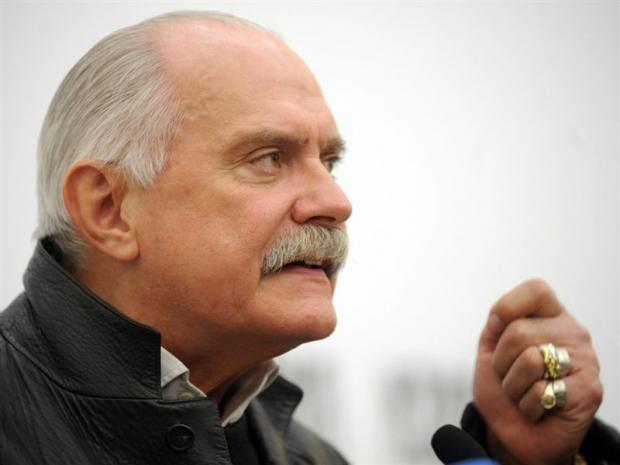 Михалков жестко ответил Акунину на унижение России