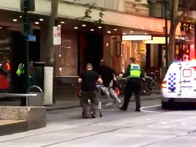 В Мельбурне мужчина врезался…