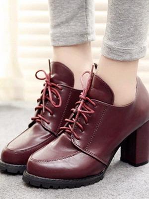 С чем носить модные короткие ботинки: 3 разновидности