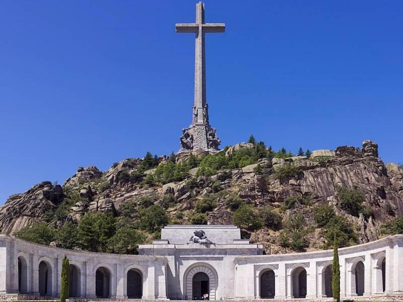 Правительство Испании решило перезахоронить останки Франко