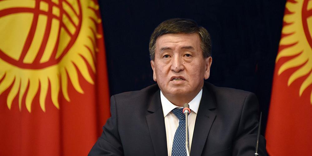 """""""Кому должен, всем прощаю..."""" - Президент Киргизии подписал закон о списании $240 млн долга перед РФ"""