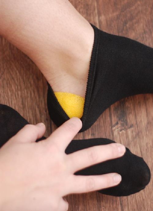Лимонная корочка в носок и пятки как у младенца