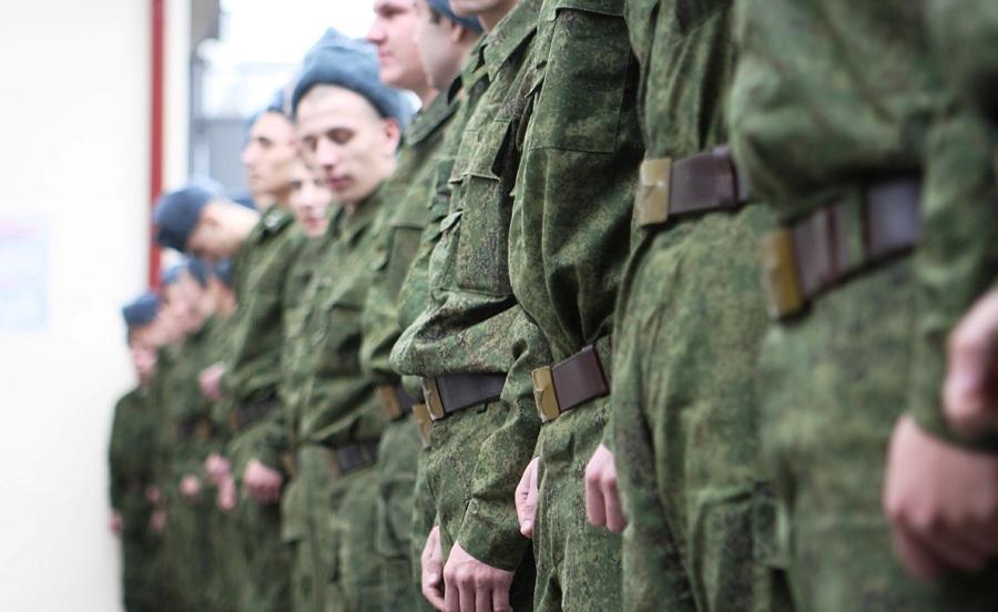 Шойгу приказал провести интернет в солдатские казармы