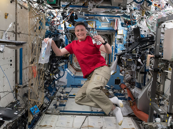 У астронавта NASA в космосе …