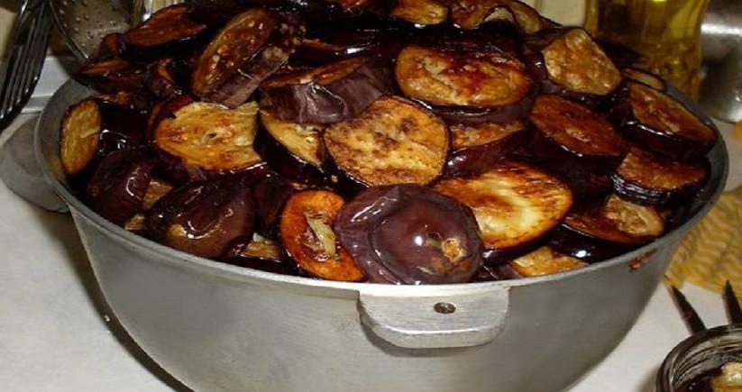 Салат из баклажанов с крекерами… Так и знала, что не дождусь поры баклажанов!