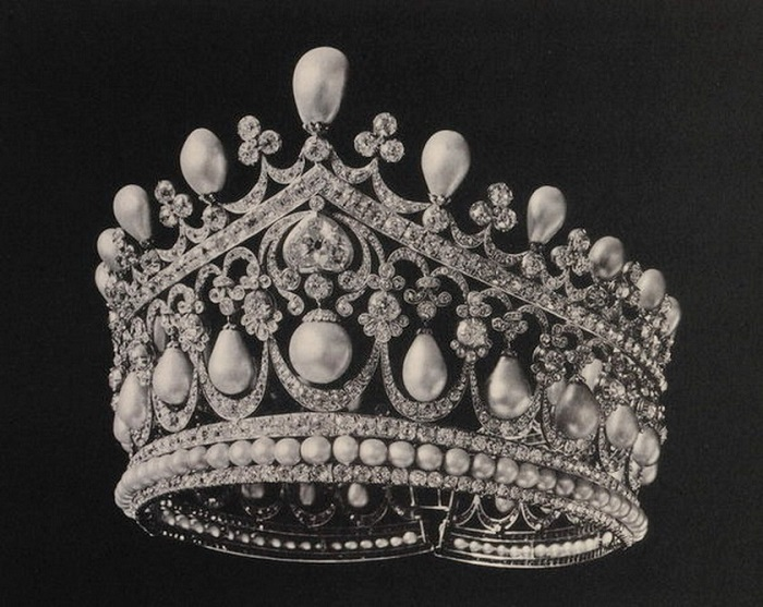 Большая бриллиантовая тиара с жемчугом (1831 или 1833 гг., фото 1922 г.)