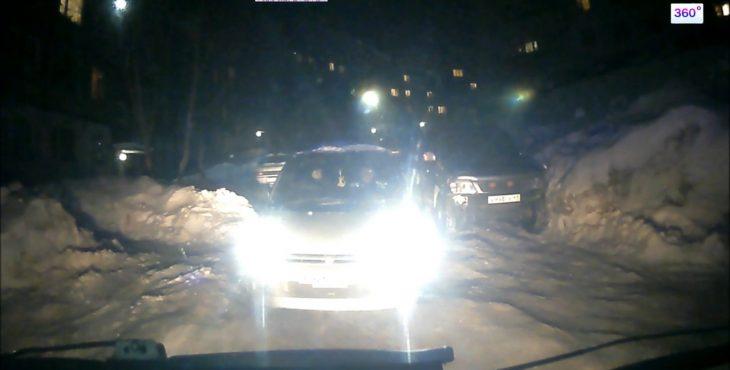 21 летний житель Камчатки погиб из-за перекрывшей проезд «скорой» автовладелицы. Видео